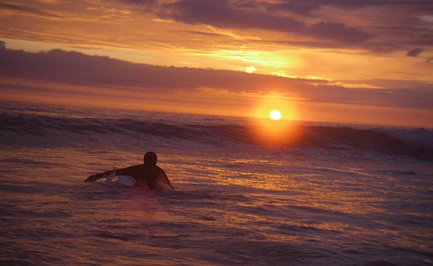 sunset-surfing